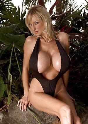 Big Tits Bikini Pictures